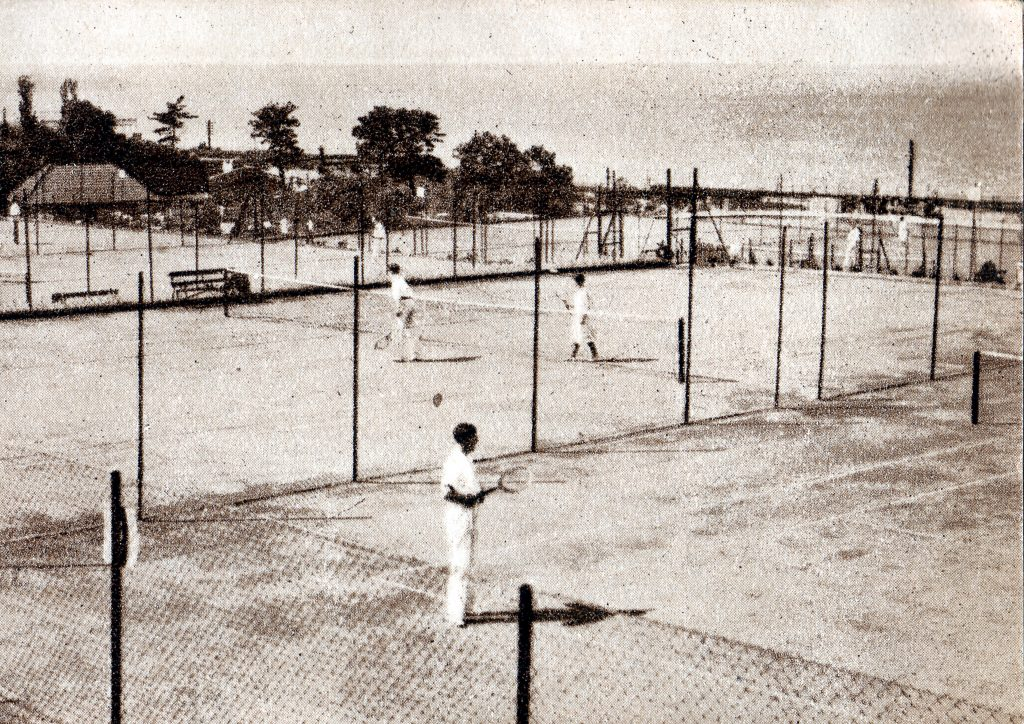 005 PHOTO Tennis Courts